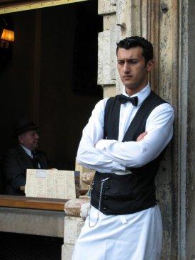 waiter-1490043